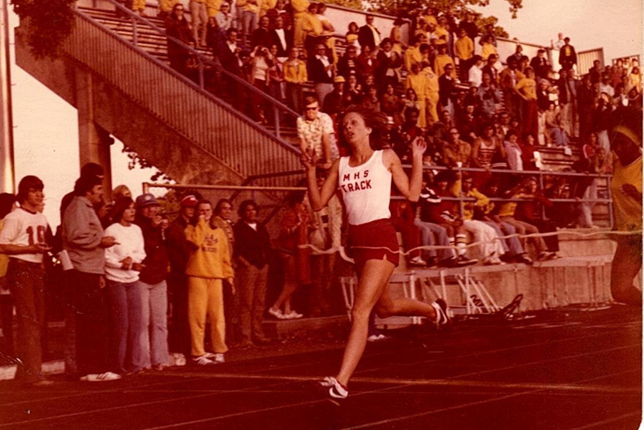 Deanne defeating Ukiah's Leannetta Eddens at the 1977 NBL finals.