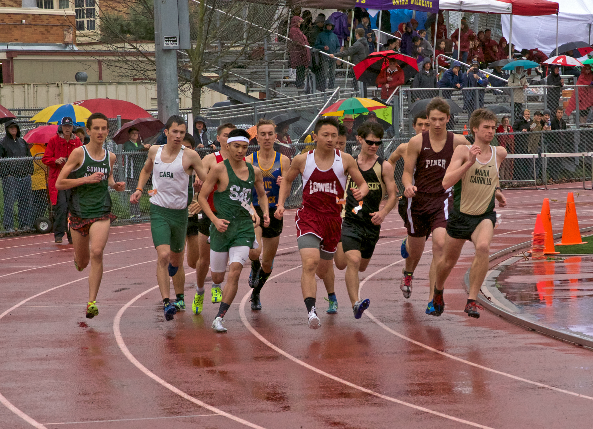 Start of Varsity Boys 800m final heat